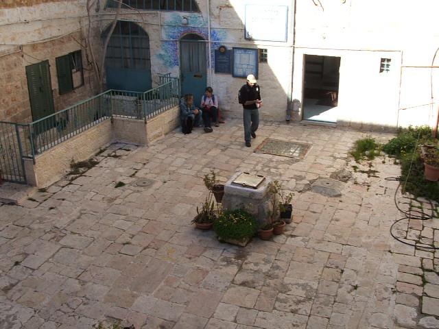 חצר שכונת בית דוד